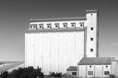 Getreidespeicher in Castrojeriz - Granary in Castrojeriz (Rainer ) Tags: getreidespeicher kornspeicher granary granero castrojeriz kastilienlen espaa spanien spain espagne sw bn bw sommer2016 rainer