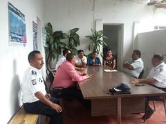 """En #TeotitlánDeFloresMagón se acudió a dialogar con transportistas concentrados en el crucero """"Chepuro"""" para atender a sus planteamientos"""