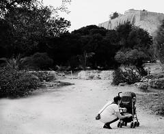 (pirindao) Tags: atenas athens acropolis grecia greece blancoynegro bw blackwhite bn photography pirindao photo streetphotgraphy urbanphotography travelphotography fotografía fotografíaurbana samsung samsungnx300