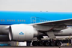 Amsterdam Schiphol Airport 12-08-2015 (Iemand91) Tags: dutch amsterdam royal boeing klm airlines schiphol 777 ams spotting eham 777300er tierradelfuegonationalpark phbvi nationaalparkvuurland