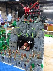 IMG_6852 (LUG Festibriques) Tags: montagne dragon lego exposition fantasy hotdogs jeu caverne fantastique auxerre 2015 scoubidou festibriques