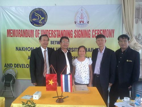 """VIỆN ĐÓN  Đoàn công tác của Giám đốc Đại học Nakhon Phanom đến thăm và ký văn bản hợp tác • <a style=""""font-size:0.8em;"""" href=""""http://www.flickr.com/photos/145755462@N06/25309402959/"""" target=""""_blank"""">View on Flickr</a>"""