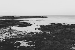 En la inmensidad (eLuVeFlickr) Tags: eluve eluveflickr mar sea rocas rocks blancoynegro blackandwhite bn bw spain espaa cadiz andalucia andalusia sky cielo people persona 35mm nikon 18 d7000