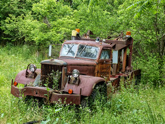 Tom's 1943 Diamond T 959 Wrecker From WW2 (J Wells S) Tags: 1943diamondt959wrecker ww2militarytowtruck rusty1943diamondt959towtruck crusty abandoned junk holmestwinboom antiquetruck tomrohrich historictruck vintagetruck batavia ohio mikestowingrecovery aths americantruckhistoricalsociety htt happytruckthursday