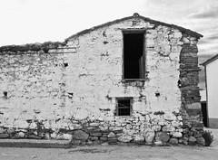 Valdelacasa de Tajo (milka rabasa) Tags: valdelacasadetajo extremadura espaa blackandwhite blackwhite casa house maison ruined abandoned abandonada sonydscv3