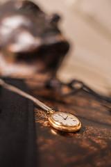 Zmiana czasu na zimowy 2016 (SGH Warsaw School of Economics) Tags: zmianaczasu zegar popiersie czaszimowy edwardlipiński rzeźba sgh szkołagłównahandlowa