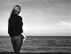 Malin (Juliet Alpha November) Tags: ilford delta 100 analogue analog rollfilm film medium format mittelformat 645 120 b2 sw outdoor portrait portrt beltretter beach strand ostsee baltic sea fehmarn jan meifert