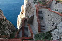 Alghero (phil_1czz) Tags: scale mare sea montagna rocce sardegna alghero scalinata ladder stairway