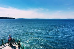 """Be kind, for everyone you meet is fighting a hard battle."" ―Socrates 🚢 🌊 (anokarina) Tags: 💦 🌊 🚣‍♀️🚣🚣‍♂️ 🚢 clouds horizon ferry boat pugetsound pacificocean pnw pacificnorthwest mountains seattle washington wa centralbusinessdistrict"