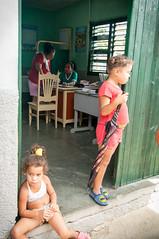 Cabinet mdical (Cuba) / Consultorio Mdico / Medicine Cabinet (Mick LEVY) Tags: street calle cu child cuba trinidad nino medecine sanctispritus