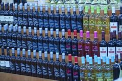 Lo scaffale con le bottiglie (zulivio) Tags: bottiglie scaffale liquori