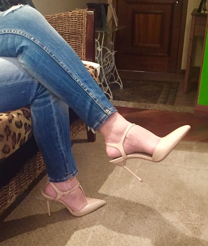 I don't get tired to worship those feet in those heels !!! It's ...