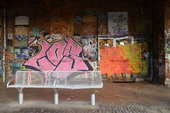 Stationsbankje (snoeziesterre) Tags: catchycolors germany graffiti perron leipzig duitsland sne bankje treinstation treinreis nvbs