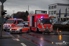 Verkehrsunfall Nordenstadt 30.11.15 (Wiesbaden112.de) Tags: wiesbaden nef crash feuerwehr rettungsdienst rtw ampel kreuzung unfall lna linksabbieger verkehrsunfall ölspur olrd elrd
