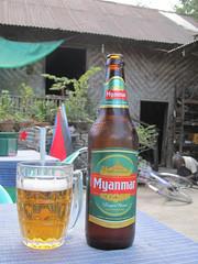 """Nyaungshwe: après l'effort, le réconfort. Cette bière-là est aussi très très bonne <a style=""""margin-left:10px; font-size:0.8em;"""" href=""""http://www.flickr.com/photos/127723101@N04/23404118251/"""" target=""""_blank"""">@flickr</a>"""