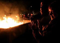 (Evelien Gerrits) Tags: people canon fire peace vrede eindhoven tolerance torch mens procession torchlight fakkel mensen vuur evelien gerrits tocht fakkeltocht verdraagzaamheid canon600d httpwwwfakkeltochteindhovennl