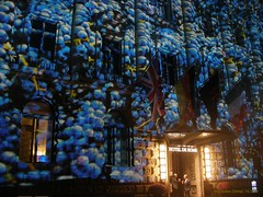 Festival of Lights 2014 - Hotel de Rome (Carsten@Berlin) Tags: festivaloflights berlin 2014 hotelderome fol light bebelplatz trauben weintrauben grapes lux art outdoor lightfestival