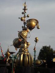 Disneyland Paris 2016 (Elysia in Wonderland) Tags: disneyland paris disney france theme park joe elysia lucy holiday 2016 gold astro orbiters