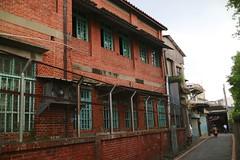 關西市區.台灣紅茶的紅磚建築 (nk@flickr) Tags: taiwan hsinchu 20161105 cycling 新竹 台湾 guanxi 關西 台灣 canonefm22mmf2stm