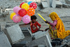 Balloons (Riccardo Maria Mantero) Tags: candid families kids mantero riccardomantero riccardomariamantero india outdoor street travel women