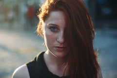 Sailing on your deep blue eyes (Joao Sinhori) Tags: patricia girl women mulher blue eyes eyed redhead evening golden hour people can t3i ohos azuis ruiva city