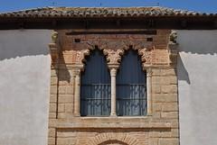 Astudillo (Palencia). Palacio de don Pedro I. Ventana mudejar (santi abella) Tags: españa palencia castillayleón astudillo artemudejar