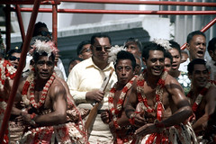 28-314 (ndpa / s. lundeen, archivist) Tags: city people man color men film face fiji 35mm necklace dancers faces candid nick citylife culture streetphotography streetlife skirt suva lei southpacific warrior warriors 28 leis 1970s spectators performers 1972 skirts grassskirt necklaces onlookers dewolf oceania localpeople fijian pacificislands grassskirts nickdewolf photographbynickdewolf reel28