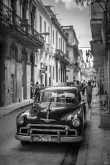 La Habana (*altglas*) Tags: bw car havana cuba streetlife oldtimer sw monochrom habana havanna kuba lahabana schwarzweis summiluxr1450