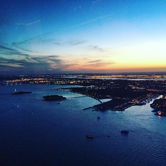 #newyork #newyorkcity #oneworldtradecenter #sunset #statueofliberty #ellisisland #hudsonriver (chicabrandita) Tags: square squareformat clarendon iphoneography instagramapp uploaded:by=instagram