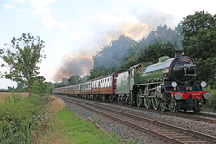 61306 Mayflower approaches Bearley junction (Andrew Edkins) Tags: england warwickshire mayflower steamtrain lner uksteam footcrossing cathedralsexpress 61306 bearley mainlinesteam b1class