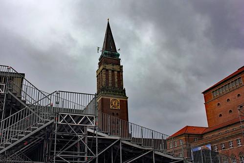"Der Rathausturm (01) • <a style=""font-size:0.8em;"" href=""http://www.flickr.com/photos/69570948@N04/21038880806/"" target=""_blank"">Auf Flickr ansehen</a>"