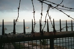 Arames (organismos) Tags: mar barco rede arame farpado prisão