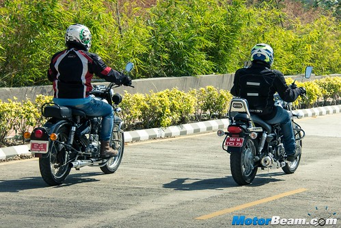 Bajaj-Avenger-220-vs-RE-Classic-350-06