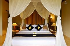Four poster bed (A. Wee) Tags: sankara resort hotel  ubud bali  indonesia  bedroom