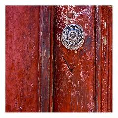 Porto, dtail de porte (Marie Hacene (trs occupe, fait des licences de) Tags: porto portugal porte rue maison