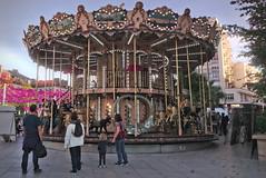 Mange (Jacques Borruel) Tags: mange jeux chevauxdebois urbain ville