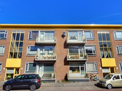 Yellow and the blue sky (sander_sloots) Tags: leidschendam flatgebouw apartment block portiekflat yellow balkons balconies blue sky cars fietsen bikes nieuwstraat