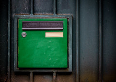Bote aux lettres verte (sensipix) Tags: mnilmontant paris bote lettre vert