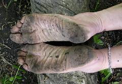 Tough soles (Barefoot Adventurer) Tags: barefoot barefooting barefooter barefoothiking barefooted baresoles barfuss earthsoles earthing earth earthstainedsoles naturalsoles naturallytough healthyfeet leathertoughsoles anklet connected wrinkledsoles woodland walking woodlandsoles callousedsoles
