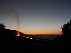 Glowing (floriantanner) Tags: volcano eruption runion piton fournaise sunrise