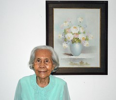 one-hundred-year-old grandma and her favorite painting (the foreign photographer - ) Tags: 100 one hundred year old grandma favorite painting our house bangkhen bangkok thailand nikon d3200