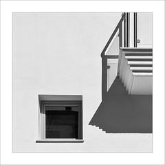 Diàleg / Dialogue (ximo rosell) Tags: ximorosell bn blackandwhite blancoynegro bw arquitectura architecture abstract nikon d750 detall squares spain llum luz light white