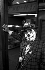 Clown - San Victorino, Bogotá (RoryO'Bryen) Tags: clown payaso sanvictorino bogotá santafédebogotá centro street streetphotography streetlife portrait stree retrato roryobryen rangefinder copyrightroryobryen colombia colombie blackandwhite buanci biancoenero colombian iso50 ilford panf