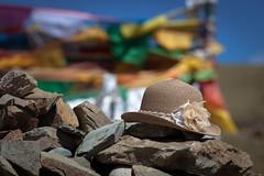 Yamdrok Lake .. (:: Blende 22 ::) Tags: above blue lake mountains color water clouds stones religion flags tibet sealevel freshwaterlake trkis 638 km2 ef70200mmf4lisusm yamdroklake canoneos5dmarkii yamzhoyumco altitudeabovesealevel  638km2246sqmi 4440m