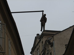 Prague 30 oct. 2015 (greger.ravik) Tags: man david out republic czech prague prag praha hanging sigmund freud semester dlg tjeckien husova ern
