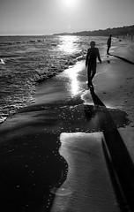 Presences. f5.6; 1/2000s; ISO 100; FL24mm.  Juan Manuel Saenz de Santa Mara, 2016 (Brenus) Tags: impresiones lensblr photographers tumblr black white photography landscape beaches seascape sea shadows sunset atardeceres