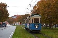 Der Museumszug 490/1401 erreicht die Endhaltestelle an der Schwanseestrae (Bild: Klaus Werner) (Frederik Buchleitner) Tags: 1401 490 dwagen linie29 linie7 maximumdrehgestell munich mnchen strasenbahn streetcar tram trambahn fwagen mnchen straenbahn