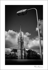 Eglise de Caudran (Bordeaux) (fraveneau) Tags: bordeaux caudran glise church gironde aquitaine nb blackandwhite blackwhite noiretblanc lampadaire candlabre
