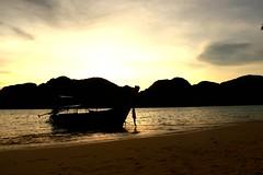 contre jour et bateau (Bredz10) Tags: bateau contrejour mer soleil photographie photoghraphy thailande vacance couchdesoleil