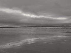 Sable mer et ...soleil ? Sea sand and ...sun ? (alainpere407) Tags: alainpere bretagne breizh brittany ploeven finistère penarbed sable mer reflets reflections bretagneennoiretblanc